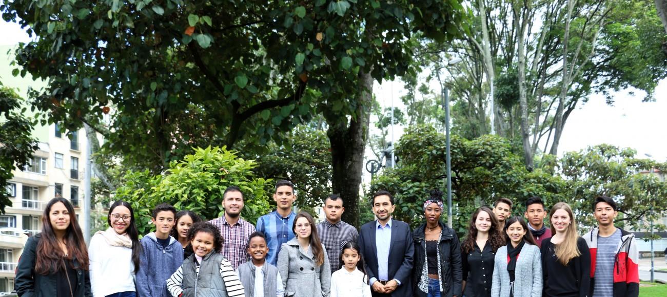 Grupo de accionantes y su representante César Rodríguez