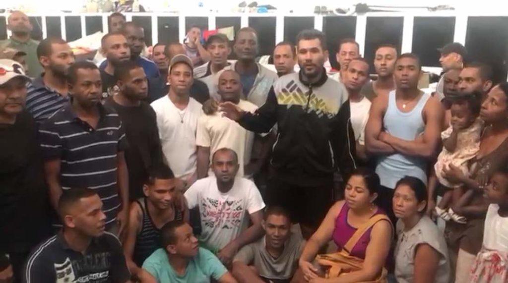 Los hombres llevan un año y cuatro meses presos en un centro de detención de La Yaguara, en Caracas. Foro: Sergio Aranguren