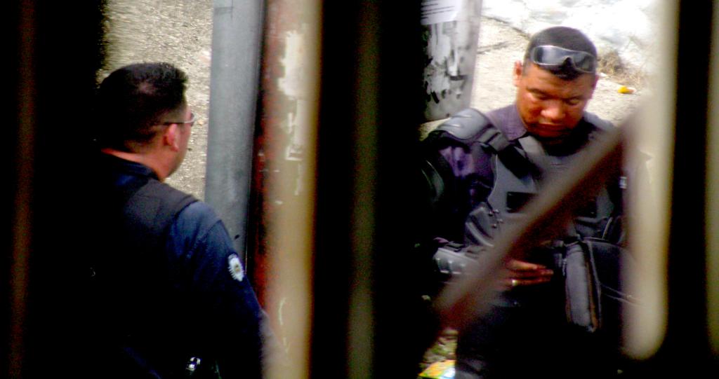 Agentes del Sebín, durante la detención arbitraria de Juan Pedro Lares. Agosto de 2017. Foto: Archivo Particular