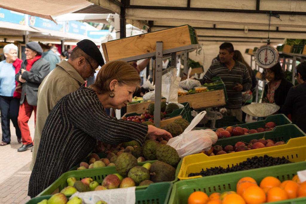 Compradores mercado campesino