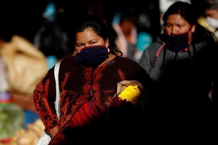 Las mujeres en Colombia dedican más de 7 horas diarias al trabajo del hogar (casi una jornada completa).